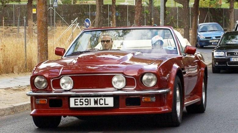 Salah satu koleksi mobil klasik Beckham dijual.