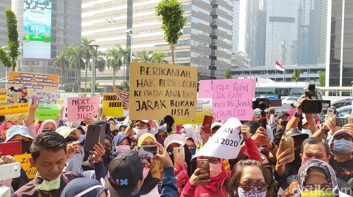 Ortu demo di depan Kemendikbud, tuntut PPDB DKI 2020 dibatalkan