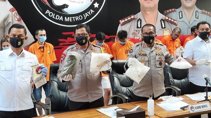 Polda Metro Ungkap Pabrik Ganja Liquid di Bali