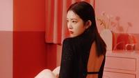Irene tampil seksi dengan busana hitam backless. (Foto: Dok. SM Entertainment)