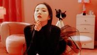 Dalam foto terbarunya, pemilik nama asli Bae Joo Hyun itu terlihat semakin mempesona. (Foto: Dok. SM Entertainment)