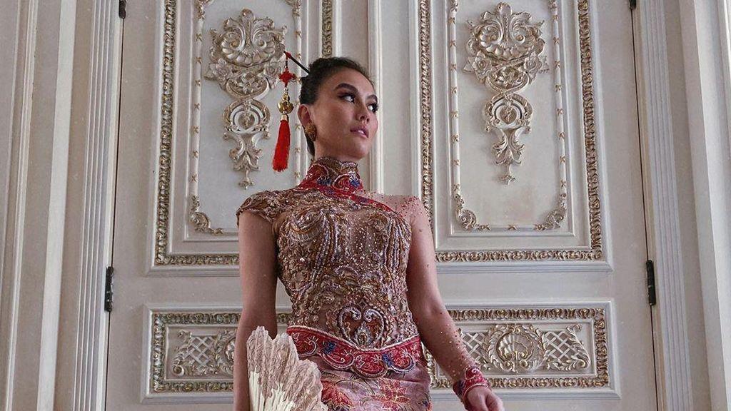 Agnez Mo Pakai Kebaya Cheongsam, Anne Avantie Terharu