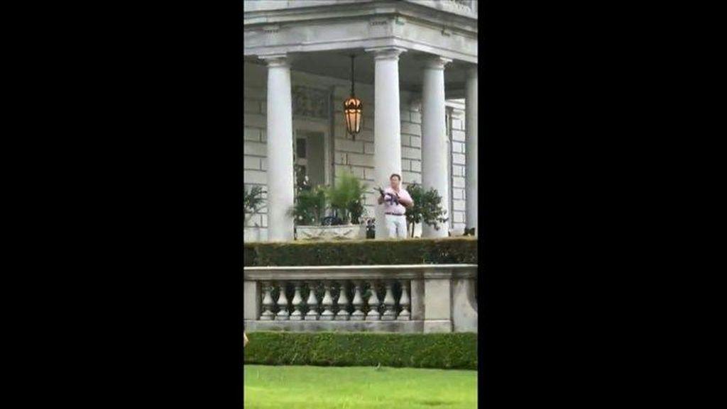 Polisi Geledah Rumah Warga Kulit Putih yang Acungkan Senjata ke Demonstran
