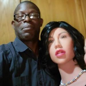 Kisah Pasangan yang Hampir Bercerai Kembali Akur Berkat Robot Seks