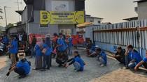 Dirumahkan Imbas Corona, Buruh di Bekasi Demo Perusahaan