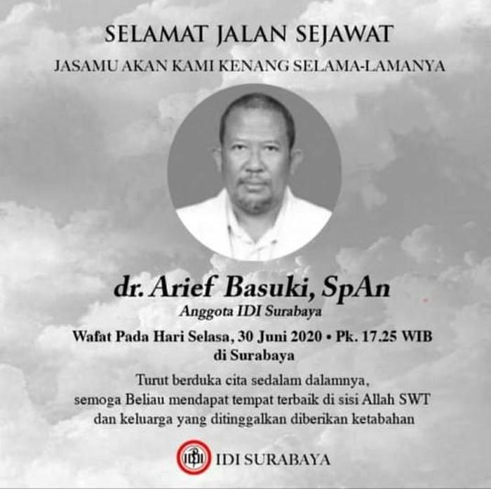 Kabar duka kembali datang dari tenaga medis yang menangani pasien COVID-19 di Surabaya. Pukul 17.25 WIB, dr Arief Basuki meninggal di RSU dr Soetomo.