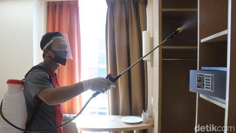 Hotel Ibis Bandung Trans Studio melaksanakan sejumlah protokol kesehatan pencegahan COVID-19. Termasuk membersihkan kamar secara berlapis.