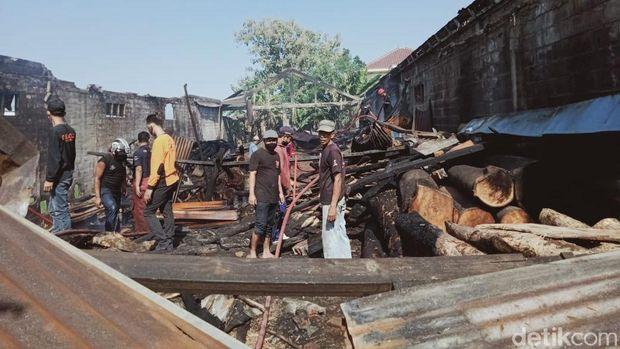 kebakaran gudang kayu di pedan klaten, 30 juni 2020