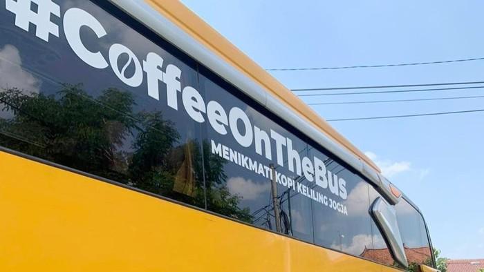Kreatif! Bus Pariwisata Disulap Jadi Kafe Keliling