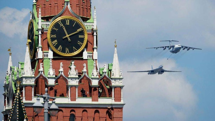 MOSCOW, RUSSIA - JUNE 24: Tupolev Tu-22M3 long-range strategic bombers and a Tu-160 strategic bomber fly over Red Square during the Victory Day military parade in Red Square marking the 75th anniversary of the victory in World War II, on June 24, 2020 in Moscow, Russia. The 75th-anniversary marks the end of the Great Patriotic War when the Nazis capitulated to the then Soviet Union.  (Photo by Mikhail Voskresenskiy - Host Photo Agency via Getty Images )