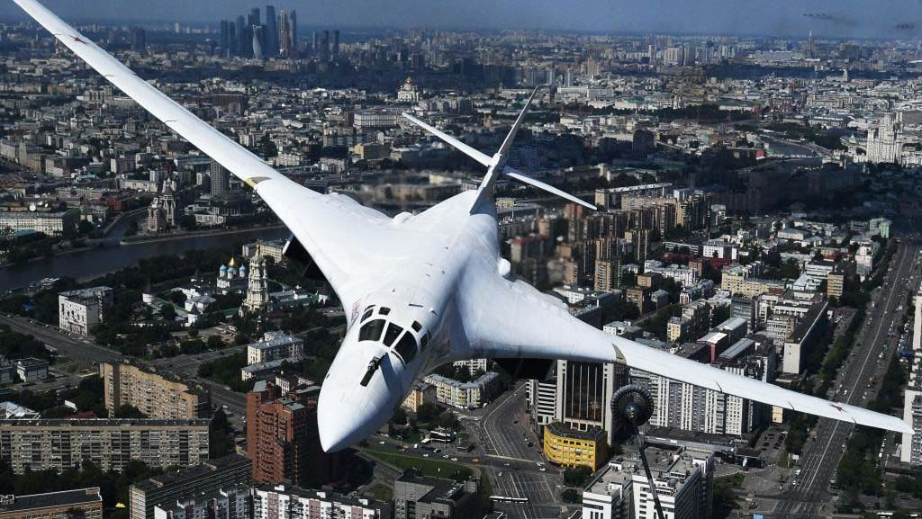 Melihat Aksi Pesawat Pembom Tupolev Tu-160