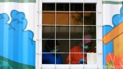 Laboratorium kontainer terlihat berada di halaman Rumah Sakit Duren Sawit, Jaktim. Laboratorium itu diketahui jadi lokasi penelitian spesimen COVID-19.