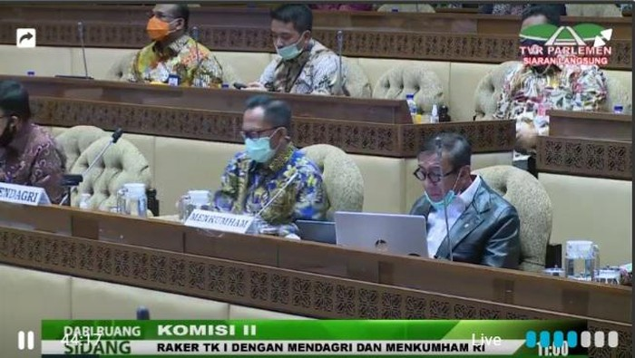 Menkum HAM Yasonna Laoly hadir rapat di Komisi II DPR bersama Mendagri Tito Karnavian