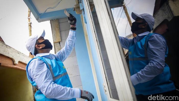 PLN mengerahkan petugas untuk memastikan kesesuaian tagihan rekening listrik penggunanya.