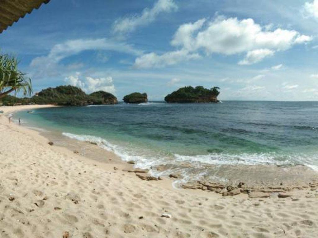 Pantai Watu Karung Pacitan, Raja Ampatnya Jawa Timur