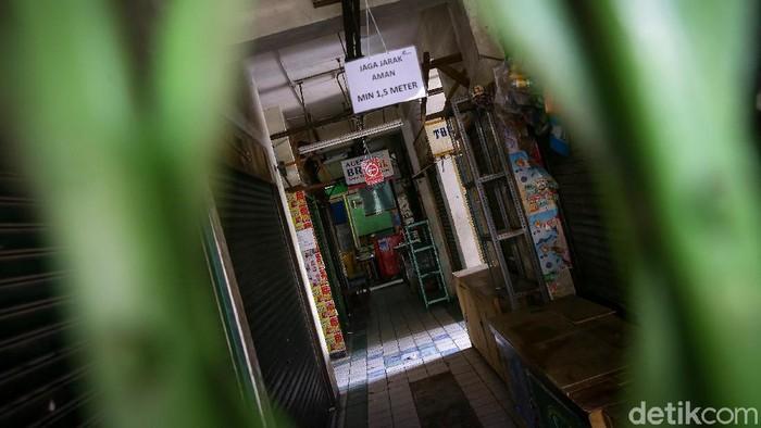 Sebanyak tiga pedagang di Pasar Mede Cilandak, Jakarta Selatan, dinyatakan positif terpapar virus Corona. Hal tersebut langsung membuat pasar ditutup sementara.