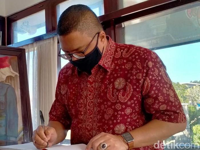Ketua DPD PDIP Jatim, Kusnadi menyebut, pasangan petahana Rijanto-Marhaenis mendapatkan rekom dari DPP. Bawaslu RI berharap, munculnya nama itu tidak membuat Pilbup Blitar kembali digelar dengan calon tunggal.