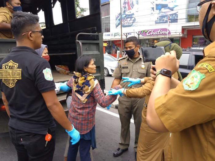 Razia gepeng di Medan (Datuk Haris-detikcom)