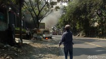 Diduga Konsleting Kelistrikan, Mobil Pikap Hangus Terbakar di Cianjur
