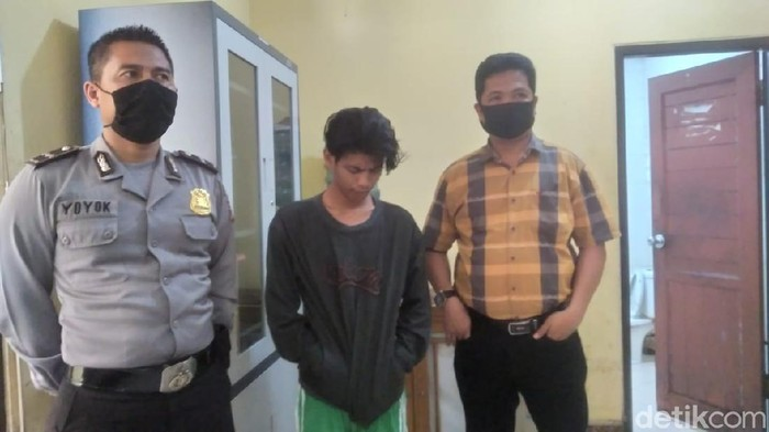 Taufik, pengamen di Samarinda ditangkap polisi karena meludahi dan hendak menikam driver ojol (Suriyatman/detikcom)