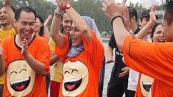 Tertawa biasanya terjadi saat melihat sebuah hal lucu. Namun, ternyata tertawa bisa menjadi terapi untuk kesehatan karena memiliki banyak manfaat.