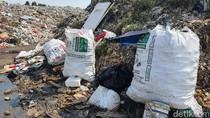 Limbah Medis Diduga Bekas COVID-19 Menumpuk di TPA Sumur Batu Bekasi