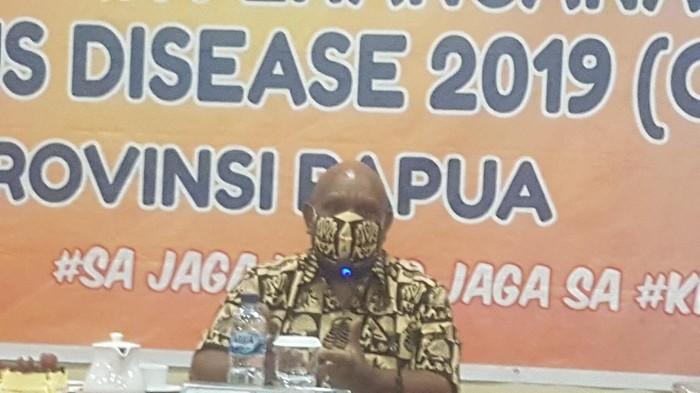 Wagub Papua Klemen Tinal Pimpin Rapat Evaluasi Pelayanan RS untuk Pasien Corona