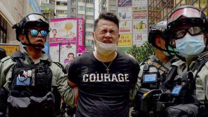 7 orang ditangkap dan dijerat dengan UU Keamanan Baru Hong Kong (AFP Photo)