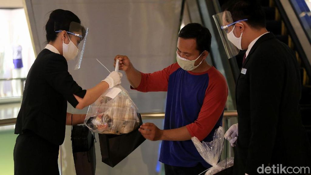 Plastik Dilarang, Pemprov DKI Imbau Daging Kurban Dibungkus Besek