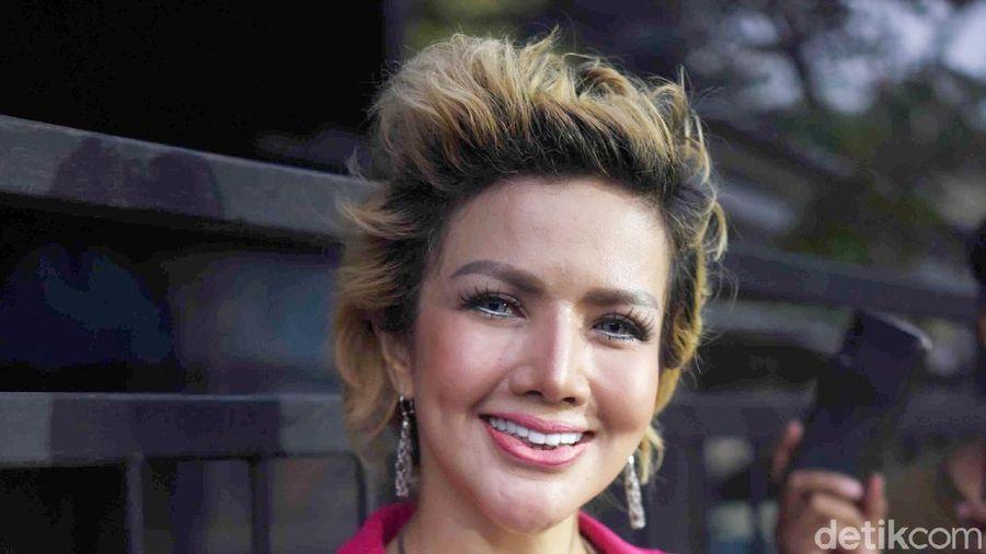 Barbie Kumalasari saat ditemui di kawasan Trans TV.