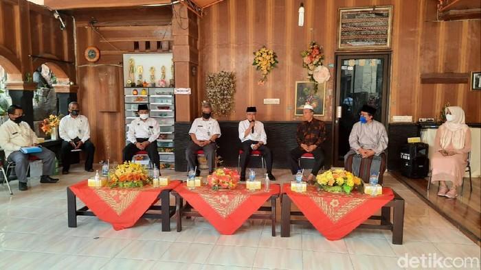 Bupati Bantul Suharsono meninjau kesiapan Pondok Pesantren Ali Maksum, Krapyak, Bantul, Rabu (1/7/2020).