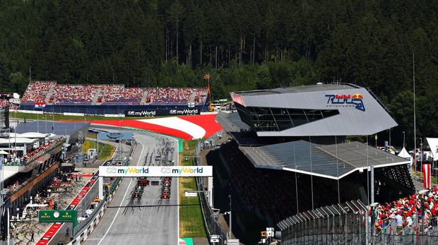 SPIELBERG, AUSTRIA - JUNE 30: A general view of the starting grid showing Formula One driver Charles Leclerc of Monaco driving the (16) Scuderia Ferrari SF90 and Max Verstappen of the Netherlands driving the (33) Aston Martin Red Bull Racing RB15 on the front row during the F1 Grand Prix of Austria at Red Bull Ring on June 30, 2019 in Spielberg, Austria. (Photo by Mark Thompson/Getty Images)