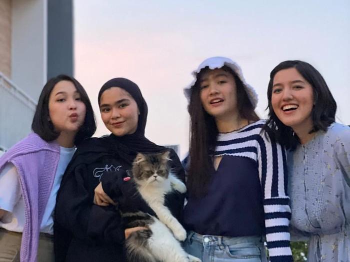 Girlband BLINK reunian.   BLINK, Ify Alyssa, Agatha Priscilla, Febby Rastanty, Sivia Azizah