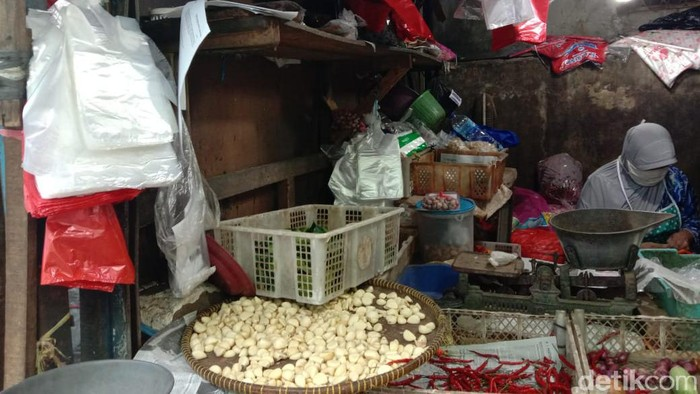 Kantong Plastik masih ada di pasar - Anisa Indraini detikcom