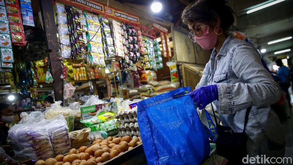 Dinas LH DKI Klaim 97% Pelaku Usaha Terapkan Larangan Kantong Plastik