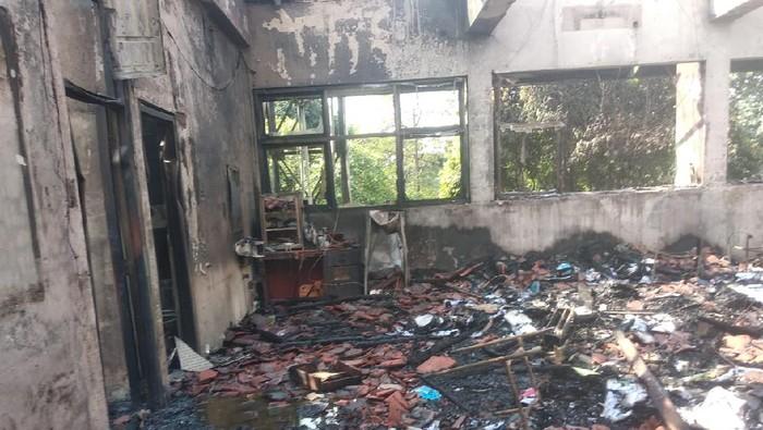 Kebakaran di SMAN 100 Jaktim hanguskan sejumlah ruangan