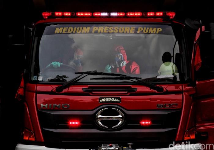 Petugas pemadam kebakaran kerap jadi tumpuan dalam membantu warga saat terjadi bencana. Seperti apa aktivitas mereka saat sedang tak bertugas? Yuk, lihat.