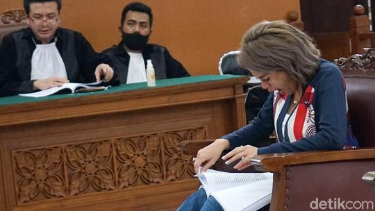 Judul Pembelaan Nikita Mirzani, Rekayasa Hukum Berbalut Cinta