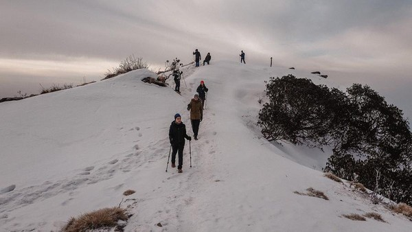 Nikita Willy menyukai hiking. Dia pernah lho mendaki jalur Mardi Himal di Nepal. (Nikita Willy/Instagram)