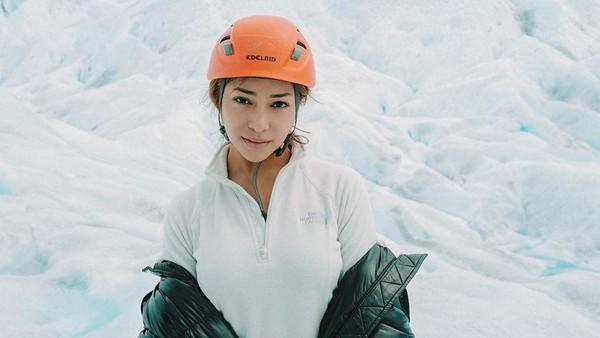 Beralih ke Argentina, Nikita mengunjungi Taman Nasional Perito Moreno Glacier. (Nikita Willy/Instagram)