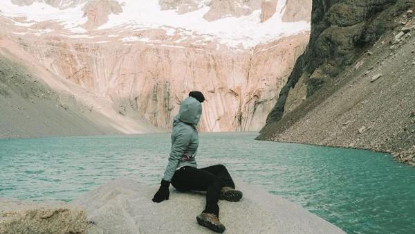 Saat mengunjungi Chili, Amerika, Nikita Willy mengunjugi Taman Nasional Torres del Paine di Patagonia. (Nikita WIlly/Instagram)