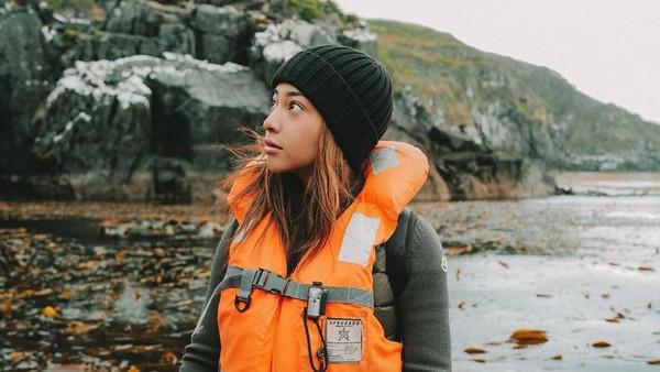 Di Chili pula, Nikita mendatangi Cape Horn yang memiliki berbagai experience, mulai dari mengakses pulau dengan perahu karet kaku kapal pesiar hingga memanjat tebing. (Nikita WIlly/Instagram)