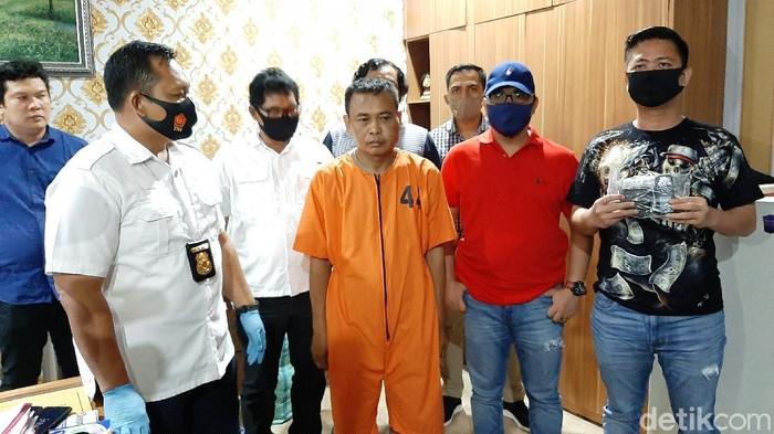 Pelaku begal (baju tahanan) di Palembang ditangkap.