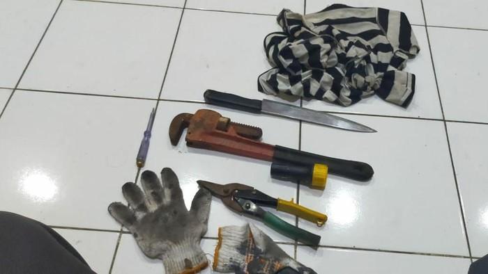 Pemulung Gondol 9 Unit AC Hotel di Makassar