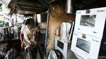 Perajin Peralatan Dapur Cawang Berjuang di Tengah Pandemi