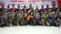 Hari Bhayangkara, Polda Lampung Terima Hadiah dari Neptunus-Penyerahan Senpi