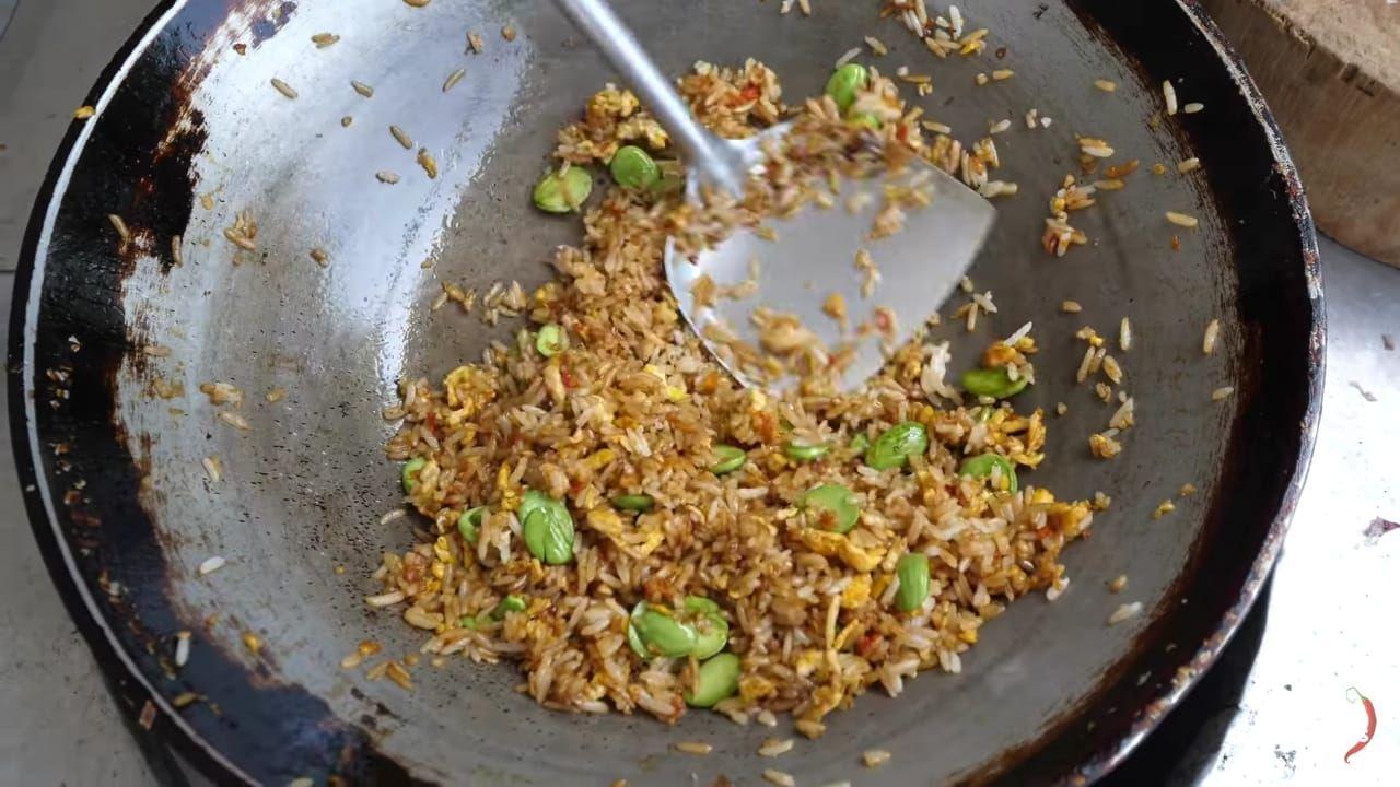 Resep nasi goreng petai ala Mark Wiens