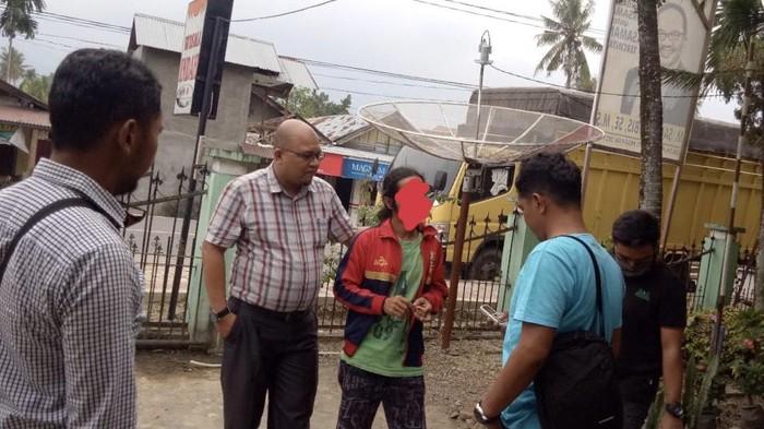 Seorang pria di Pasaman, Sumbar, diamankan karena menjual sisik trenggiling yang merupakan satwa dilindungi (dok. istimewa)