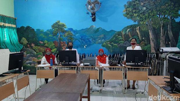 Suasana PPDB di SMPN 1 Klaten, Rabu (1/7/2020).