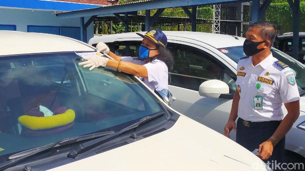 Taksol di Banyuwangi yang Terapkan Protokol Kesehatan Diberi Stiker Khusus